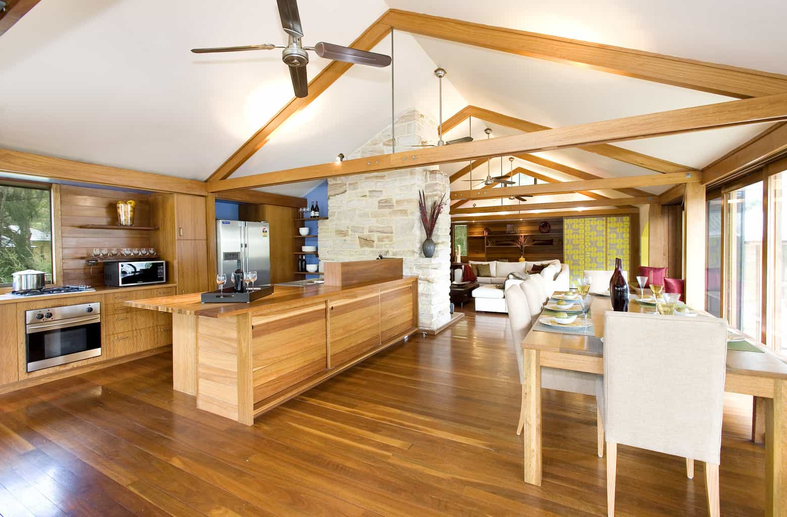2 cottage point kitchen and dining1