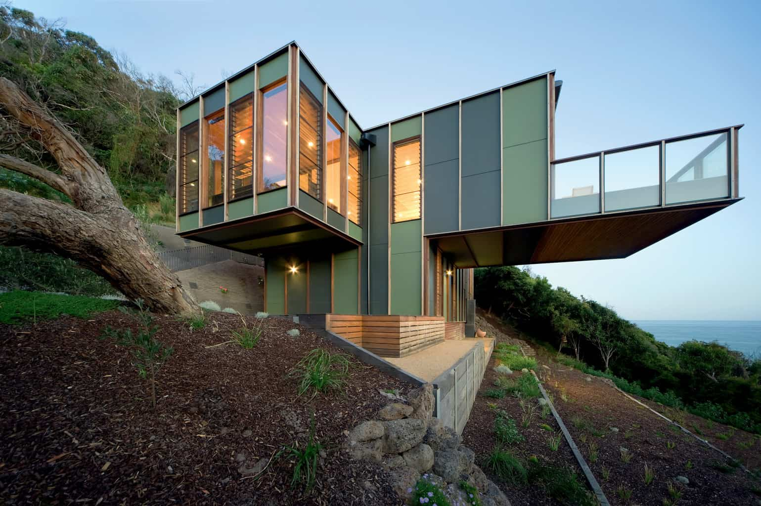 Treehouse designed to dissolve into the landscape
