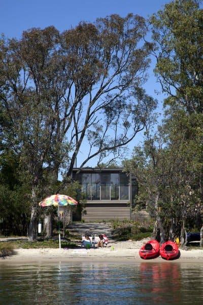 Simple & modest beach shack on the stunning Gippsland Lakes